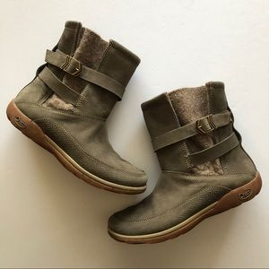 Chaco Hopi leather waterproof boots sz 8